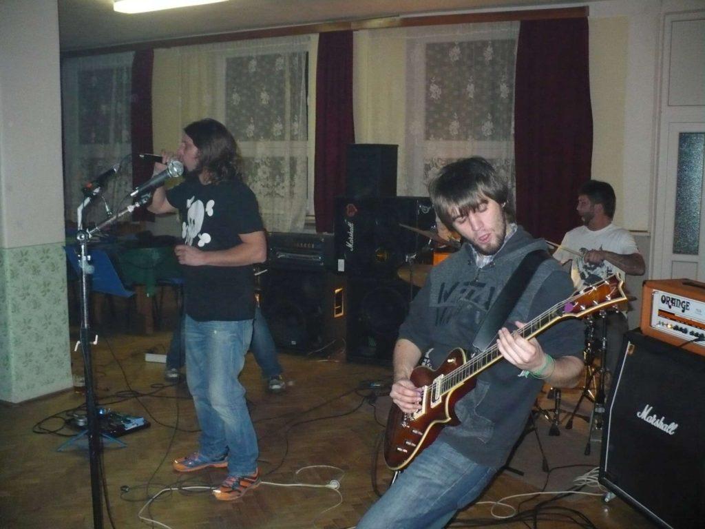 Tvorovické Randál, Hospoda U Holiča, Tvorovice [3] (24.10.2014) - Kervežekson (crossover kapela z Prostějova)