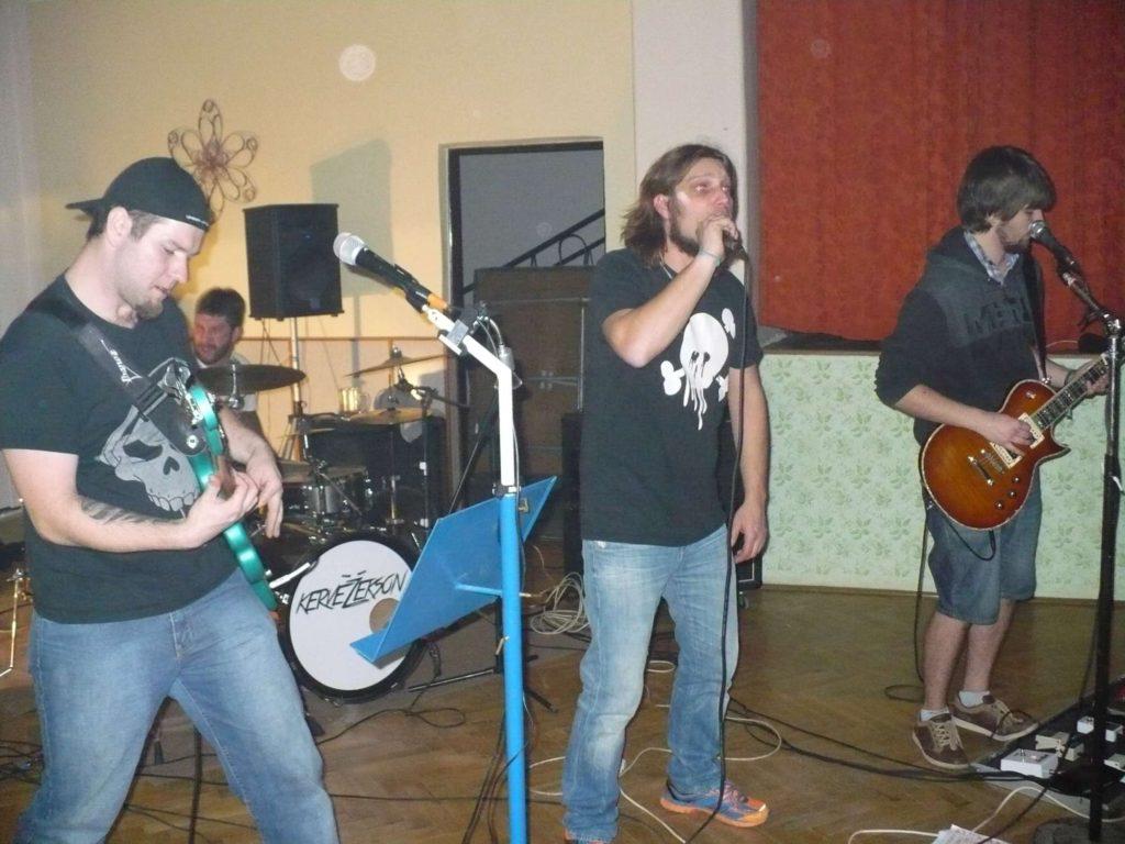 Tvorovické Randál, Hospoda U Holiča, Tvorovice [6] (24.10.2014) - Kervežekson (crossover kapela z Prostějova)
