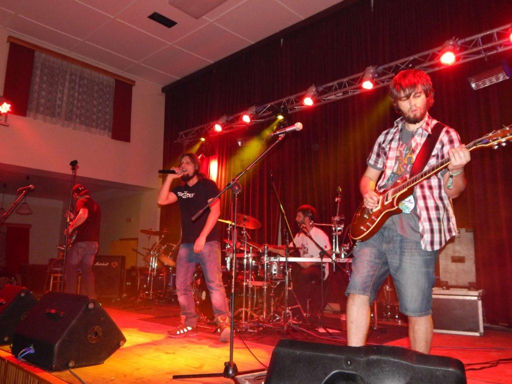 The November Revolution Day of Metal, Čelčice [2] (15.11.2014) - Kervežekson (crossover kapela z Prostějova)