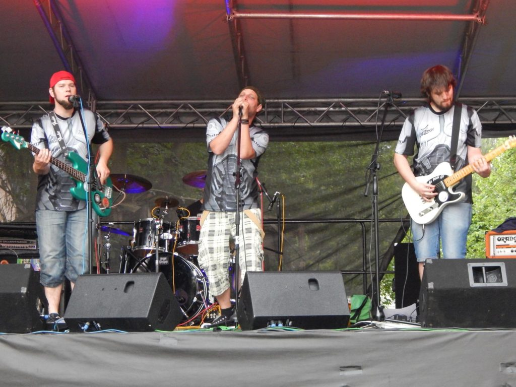 Rock 4 Children aneb kRoc(k)em k dětem, Bistro U Čápa, Mostkovice [8] (28.5.2016) - Kervežekson (crossover kapela z Prostějova)
