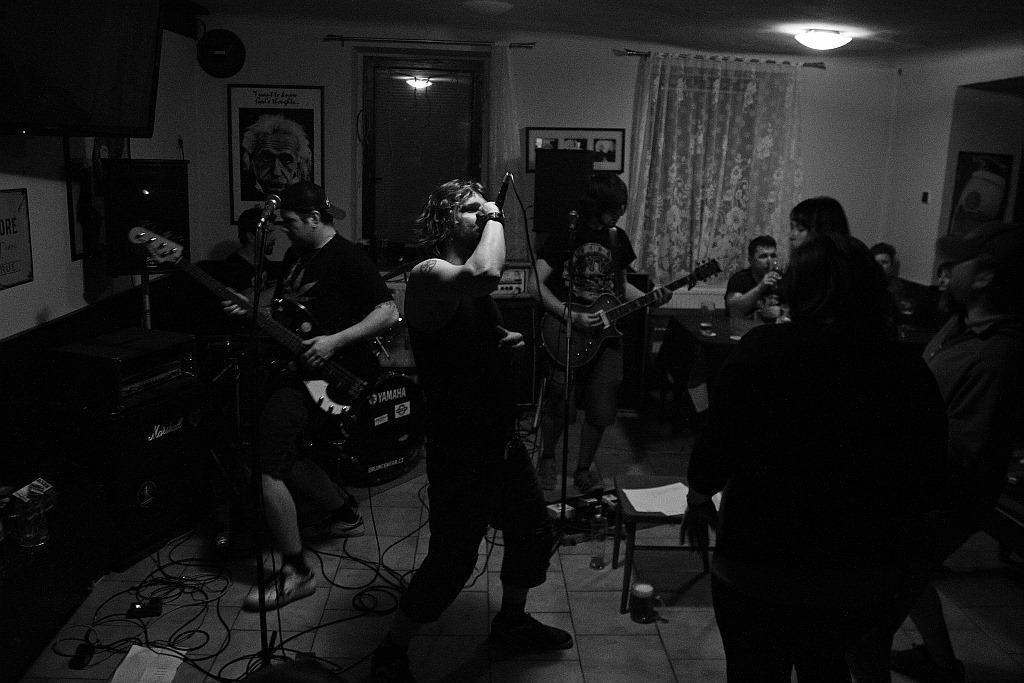 Pařba U Kulaté vol.3, Prostějov [1] (19.4.2014) - Kervežekson (crossover kapela z Prostějova)
