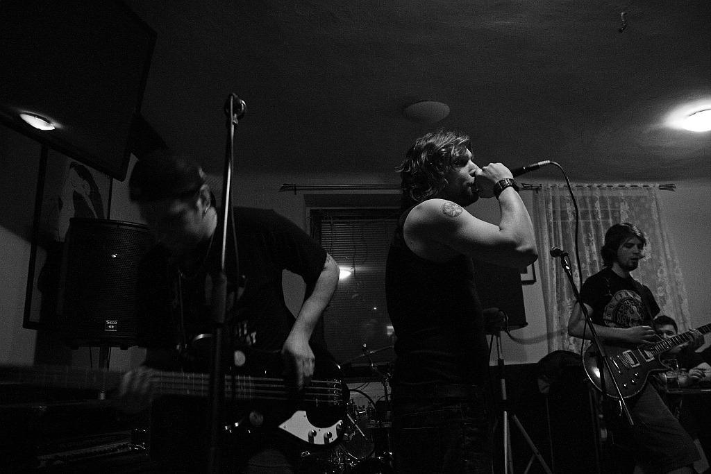 Pařba U Kulaté vol.3, Prostějov [5] (19.4.2014) - Kervežekson (crossover kapela z Prostějova)