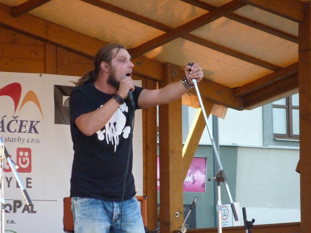 Kojetínské Hudební Léto 2015, Kojetín [1] (21.8.2015) - Kervežekson (crossover kapela z Prostějova)