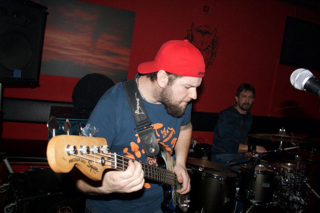 Peklo U Čerta vol.3, Hospoda U Čerta, Olomouc [1] (22.1.2016) - Kervežekson (crossover kapela z Prostějova)