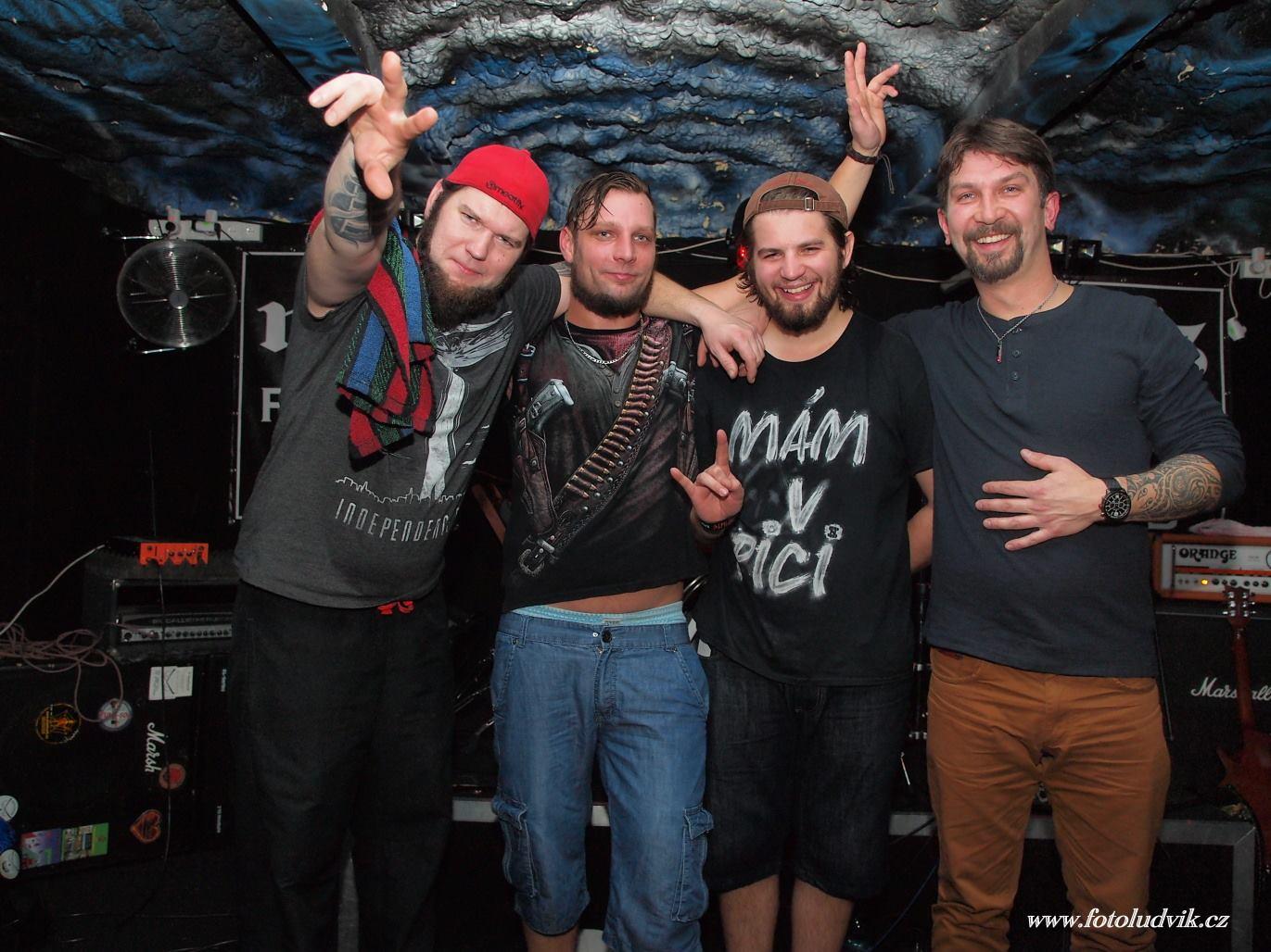 M13, Brno [8] (18.11.2016) - Kervežekson (crossover kapela z Prostějova)