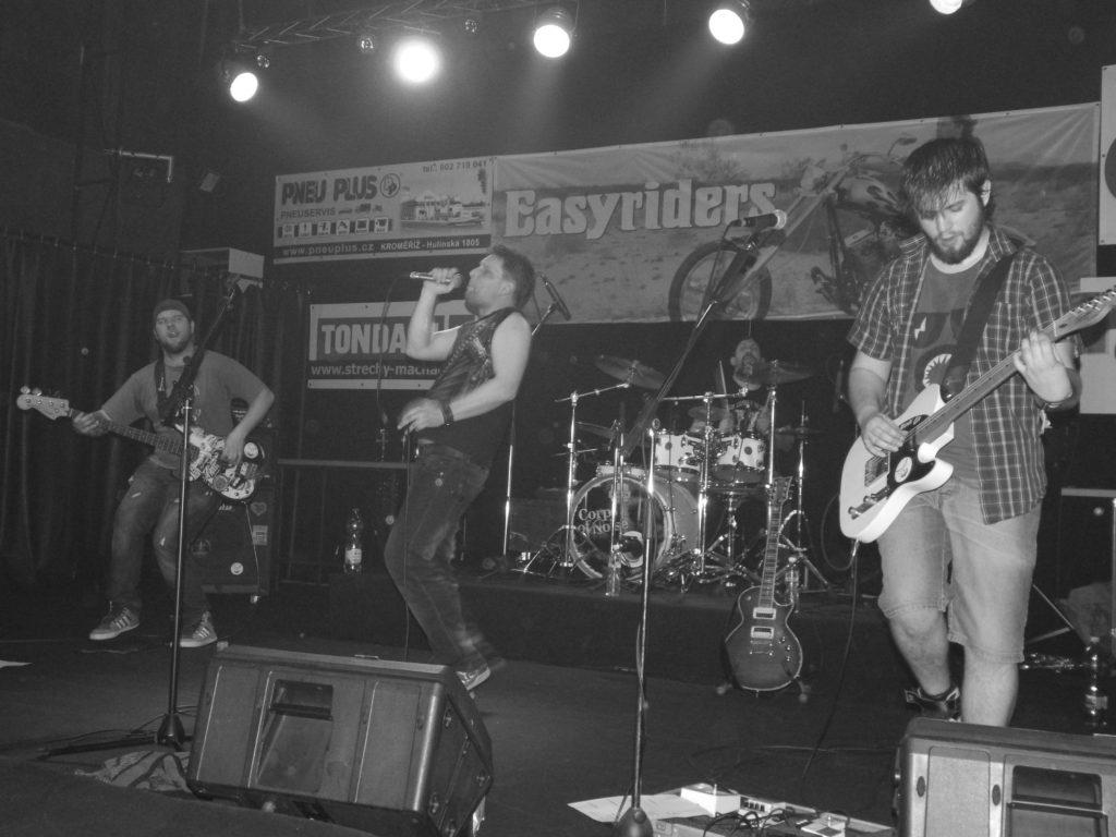 Music Forever, Klub Hell, Chropyně [9] (26.3.2016) - Kervežekson (crossover kapela z Prostějova)