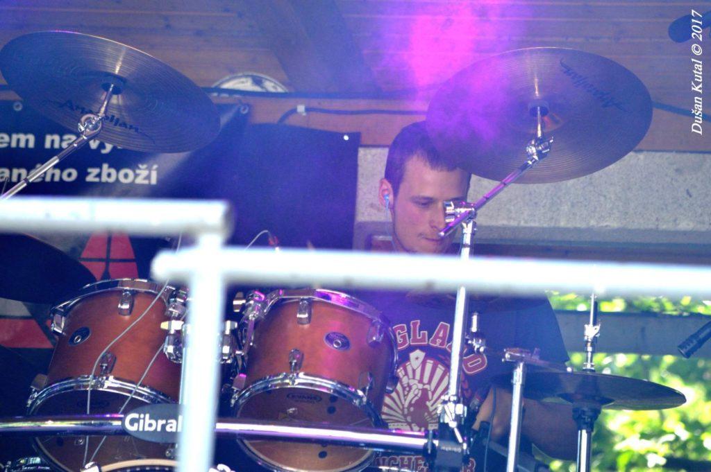 Rockový Mlýn 2017, Vrchoslavice [4] (24.6.2017) - Kervežekson (crossover kapela z Prostějova)