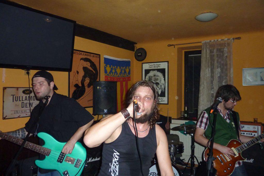 Pařba U Kulaté vol.4, Prostějov [1] (18.10.2014) - Kervežekson (crossover kapela z Prostějova)