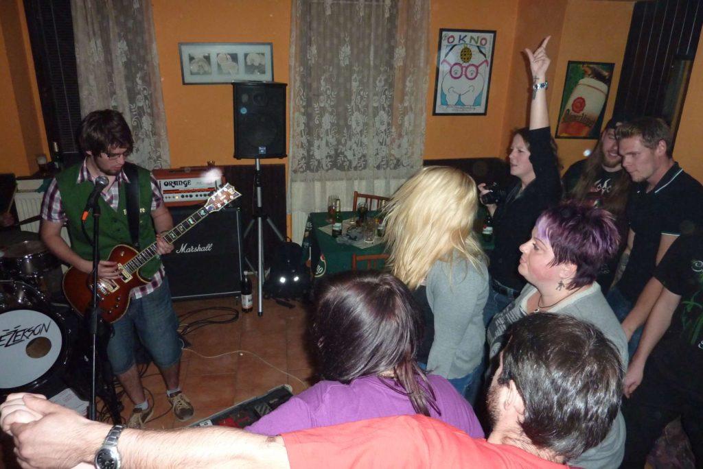Pařba U Kulaté vol.4, Prostějov [5] (18.10.2014) - Kervežekson (crossover kapela z Prostějova)