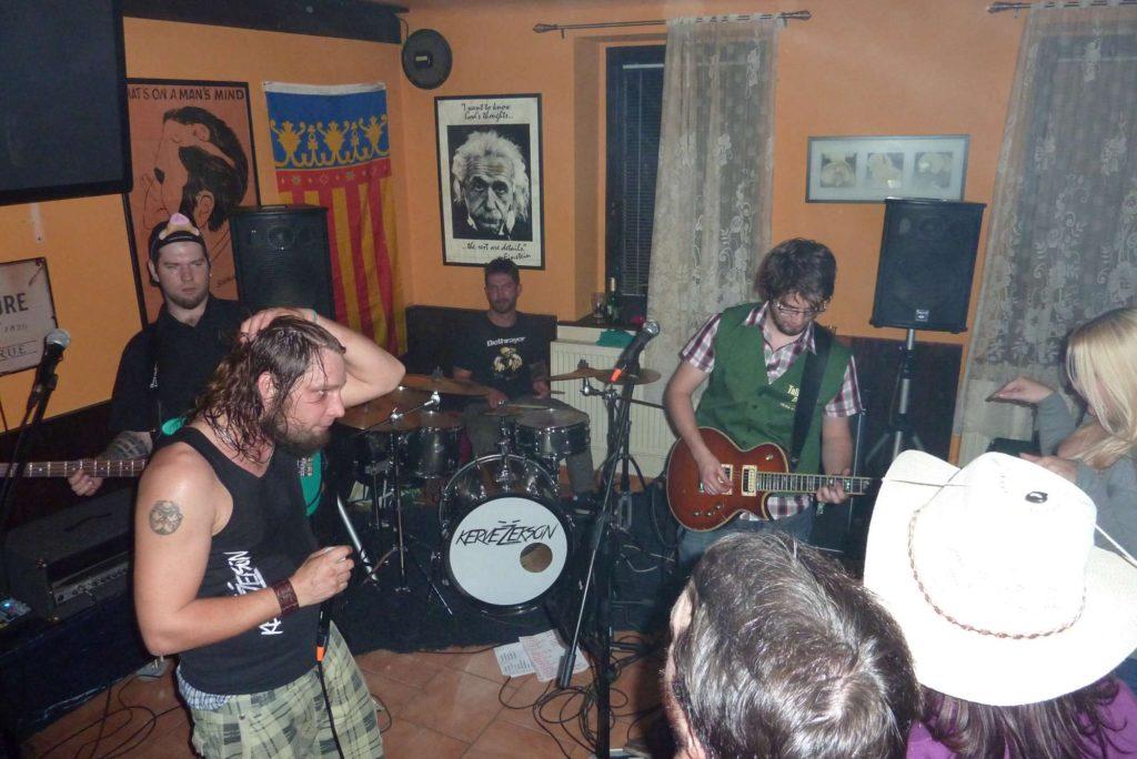 Pařba U Kulaté vol.4, Prostějov [9] (18.10.2014) - Kervežekson (crossover kapela z Prostějova)