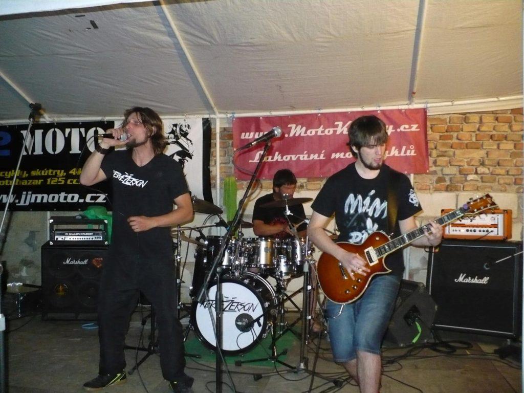 Motosraz Čertovka 3, Nesovice [4] (21.6.2014) - Kervežekson (crossover kapela z Prostějova)