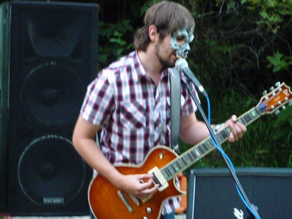 Open Air Valley (rock'n'roll live edition), Drahany [2] (19.7.2014) - Kervežekson (crossover kapela z Prostějova)