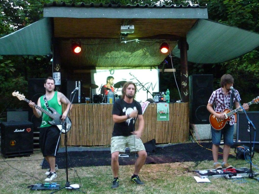 Open Air Valley (rock'n'roll live edition), Drahany [4] (19.7.2014) - Kervežekson (crossover kapela z Prostějova)