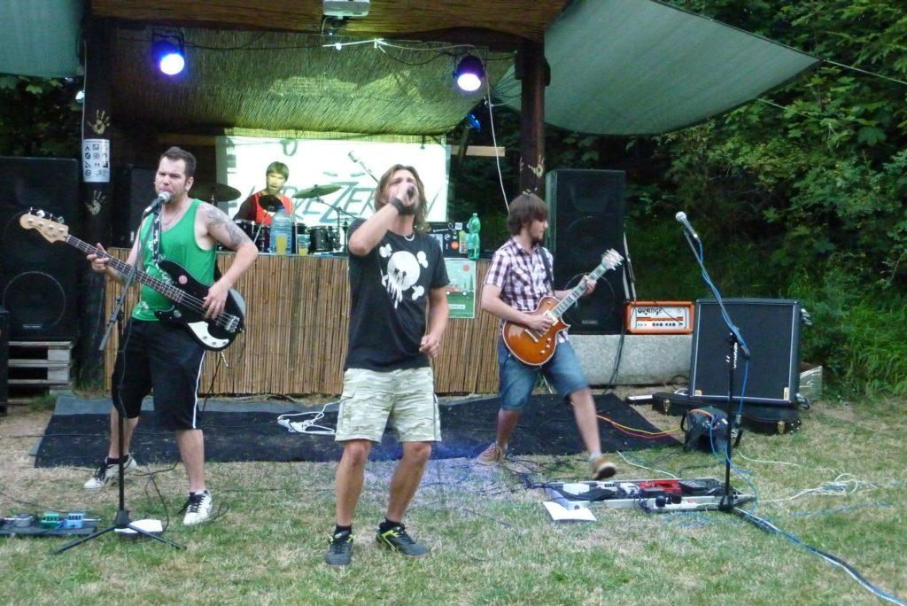 Open Air Valley (rock'n'roll live edition), Drahany [7] (19.7.2014) - Kervežekson (crossover kapela z Prostějova)