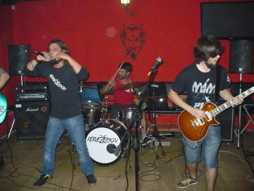Back to School U Čerta, Olomouc [5] (28.9.2014) - Kervežekson (crossover kapela z Prostějova)
